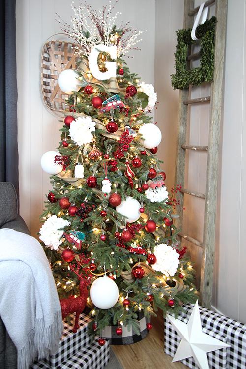 Christmas Tree Ideas - DIY Buffalo Check Tree Collar