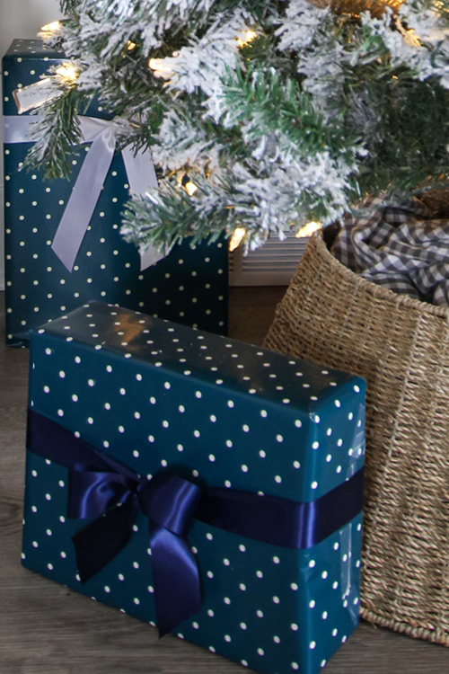 How to Wrap Christmas Presents Perfectly