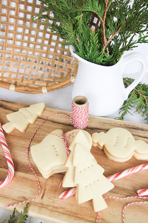 In my opinion, shortbread cookies are absolutely essential at Christmas time, even if you eat a plant-based diet! Try this recipe for plant-based shortbread cookies for your plant-eating friends and family, or just for yourself!
