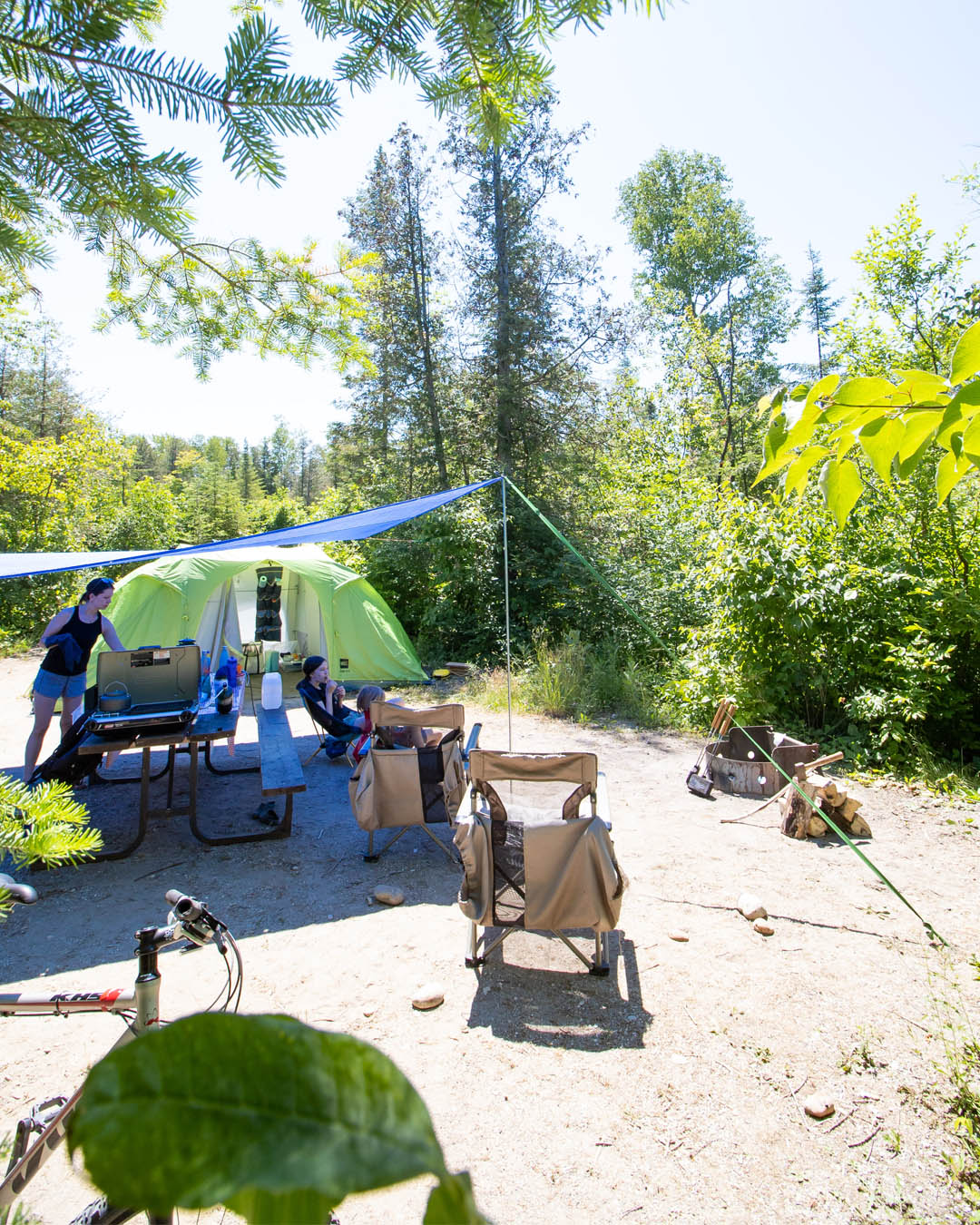 Camping is a great choice for a family summer vacation, but it's definitely something that can be intimidating for a lot of people! Here are some little tricks to get you started on your journey to loving camping!