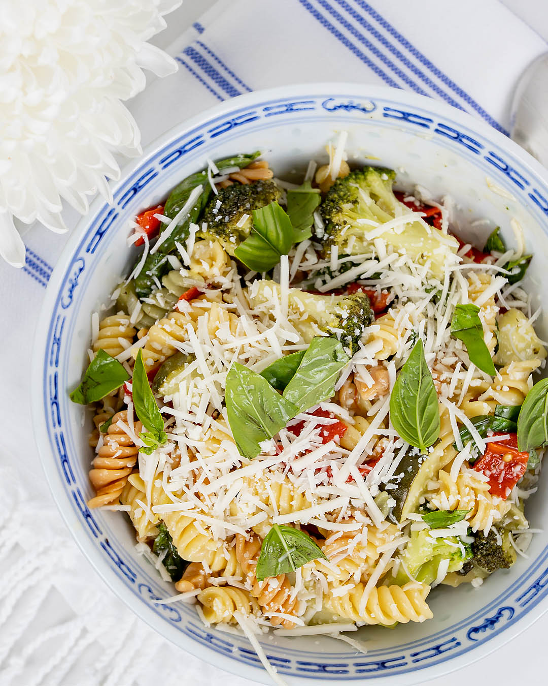 I've been making this creamy plant-based pasta over and over again this summer. Sometimes I switch the veggies up a little bit, but it never disappoints!