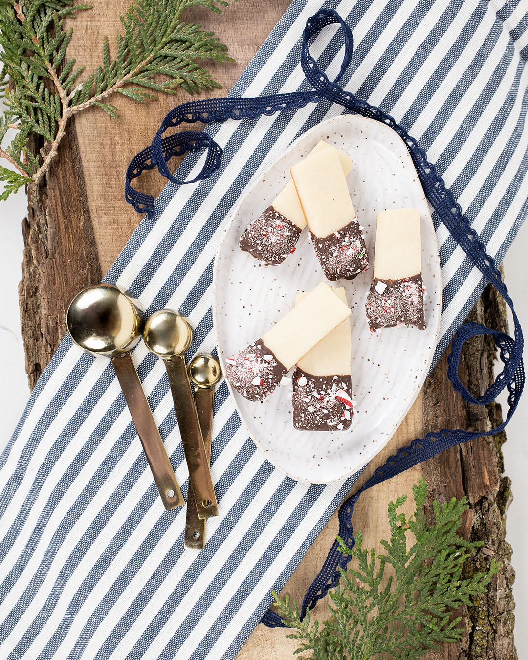 Another fun variation on classic shortbread to add to your cookie tray this holiday season. Here's how to make chocolate-dipped shortbread fingers!