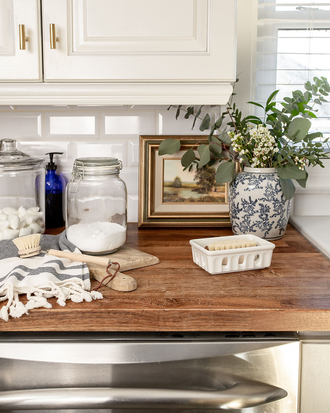 Do you ever wonder what you would do if you suddenly realized that you were out of dishwasher detergent? Of course, you could just wash everything by hand, but you'll probably like this little trick even better. Here's what to use instead of dishwasher detergent or tabs!