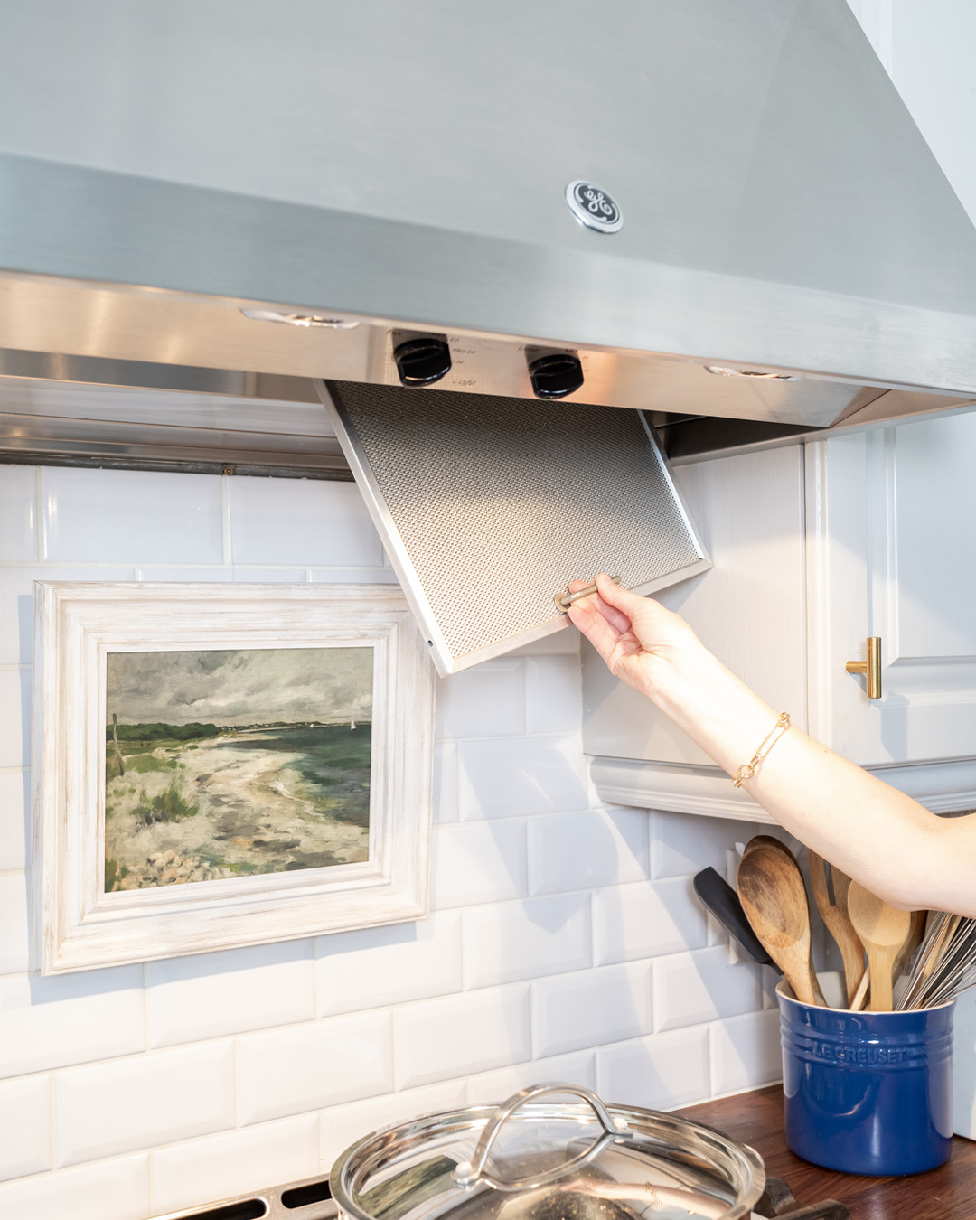 Did you know that you're supposed to clean the filters for the fan over your stove regularly? Did you know it's actually super fun? Here's how to clean range hood filters.