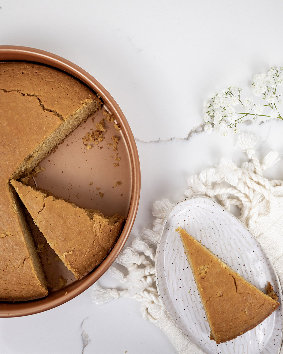 In today's post I'm going to be sharing my new favourite classic cornbread recipe, well classic-ish. I decided to see if I could make this summertime staple plant-based and gluten-free without sacrificing flavour or texture, and I have to say that I nailed it, which is why I'm sharing it with you here today. :)